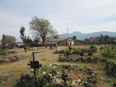 Cementerio en la Isla de la Pacanda en el Lago de Pátzcuaro, Michoacán