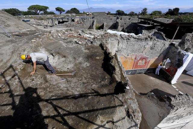 Five skeletons found at Pompeii