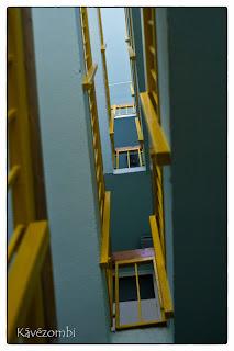 Tipikus panelházas lépcsőház Szegeden