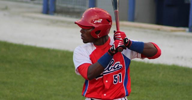 Julio Pablo Martínez despachó bambinazo por el equipo cubano de beisbol