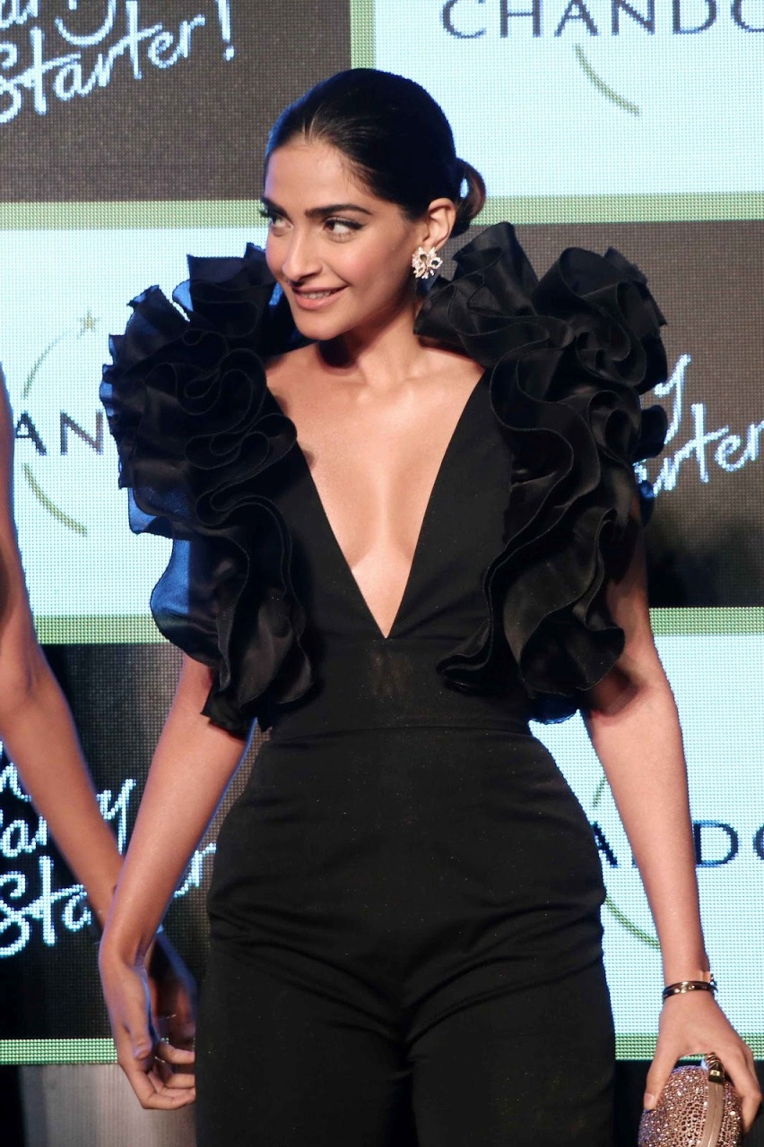 Indian Actress Sizzling Hot Photos In Black Dress Sonam Kapoor