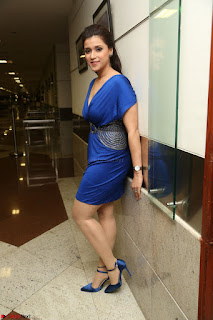 Mannara Chopra in Short Blue Dress at Rogue Movie Teaser Launch 1st March 2017 091.JPG