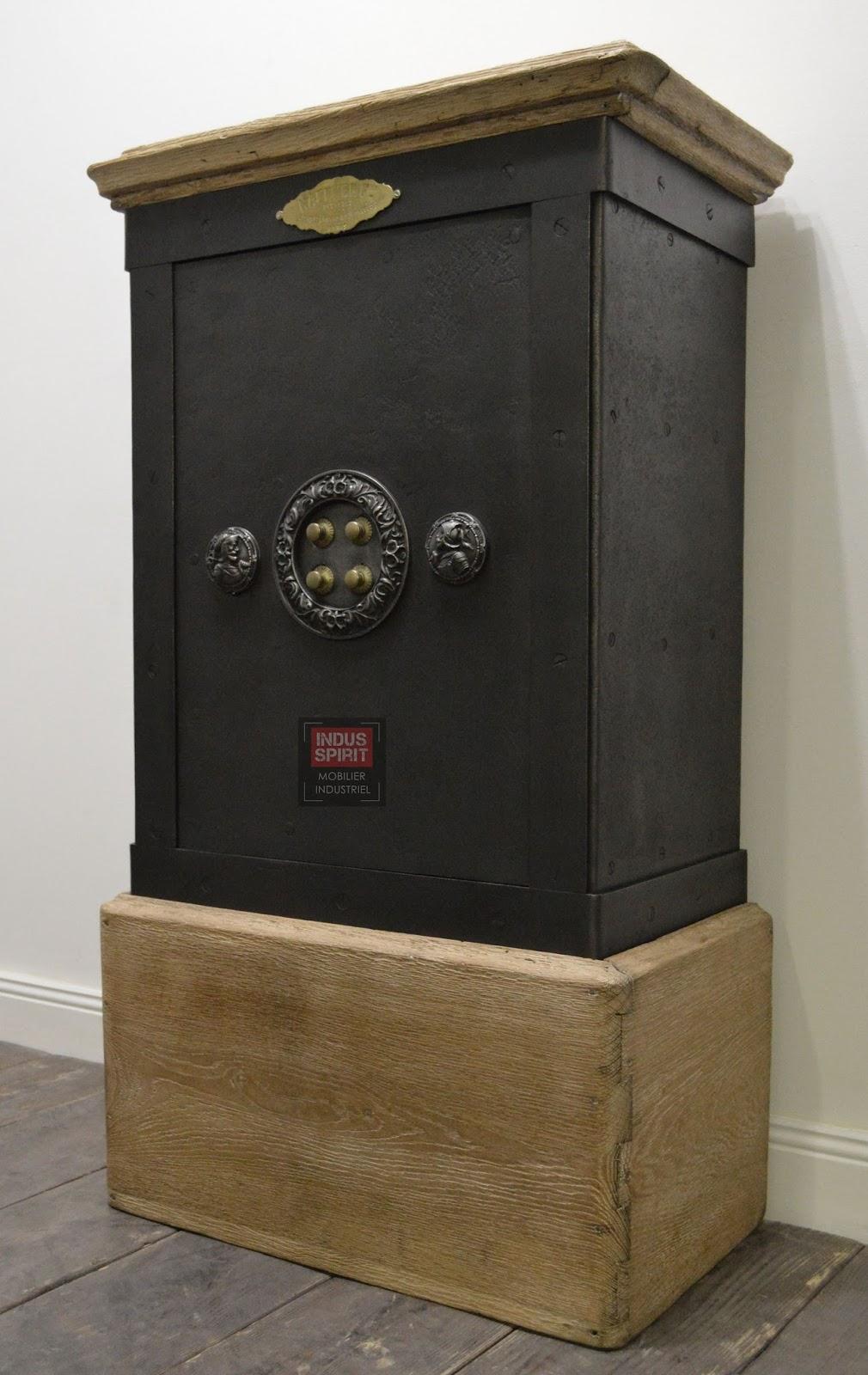 ancien coffre fort haffner bois et m tal. Black Bedroom Furniture Sets. Home Design Ideas