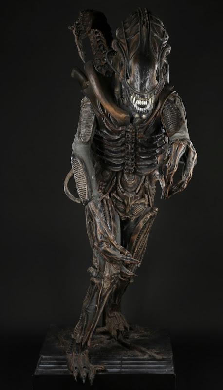 Aliens creature suit