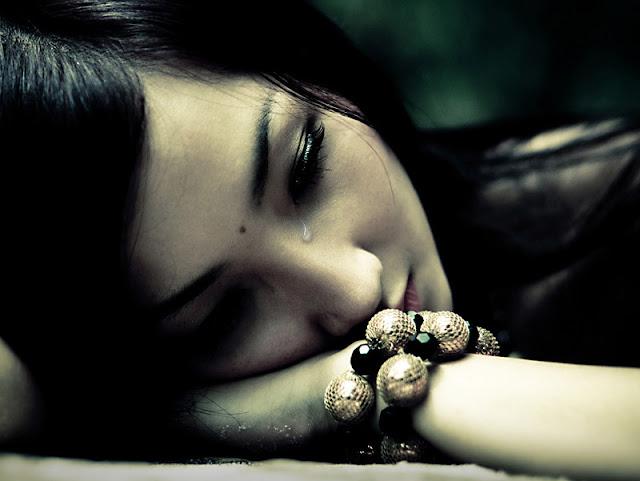 Puisi Cinta Galau Genre Patidusa, Sedih Dan Bisa Bikin Anda Terharu