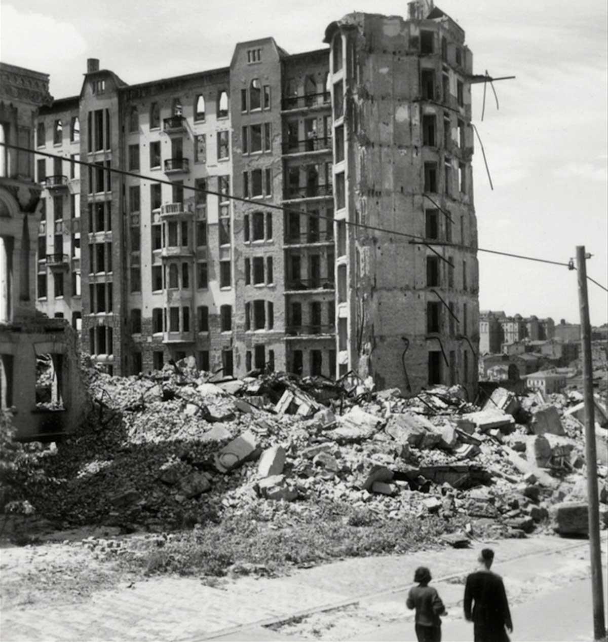 Kiev. Edificios destruidos.