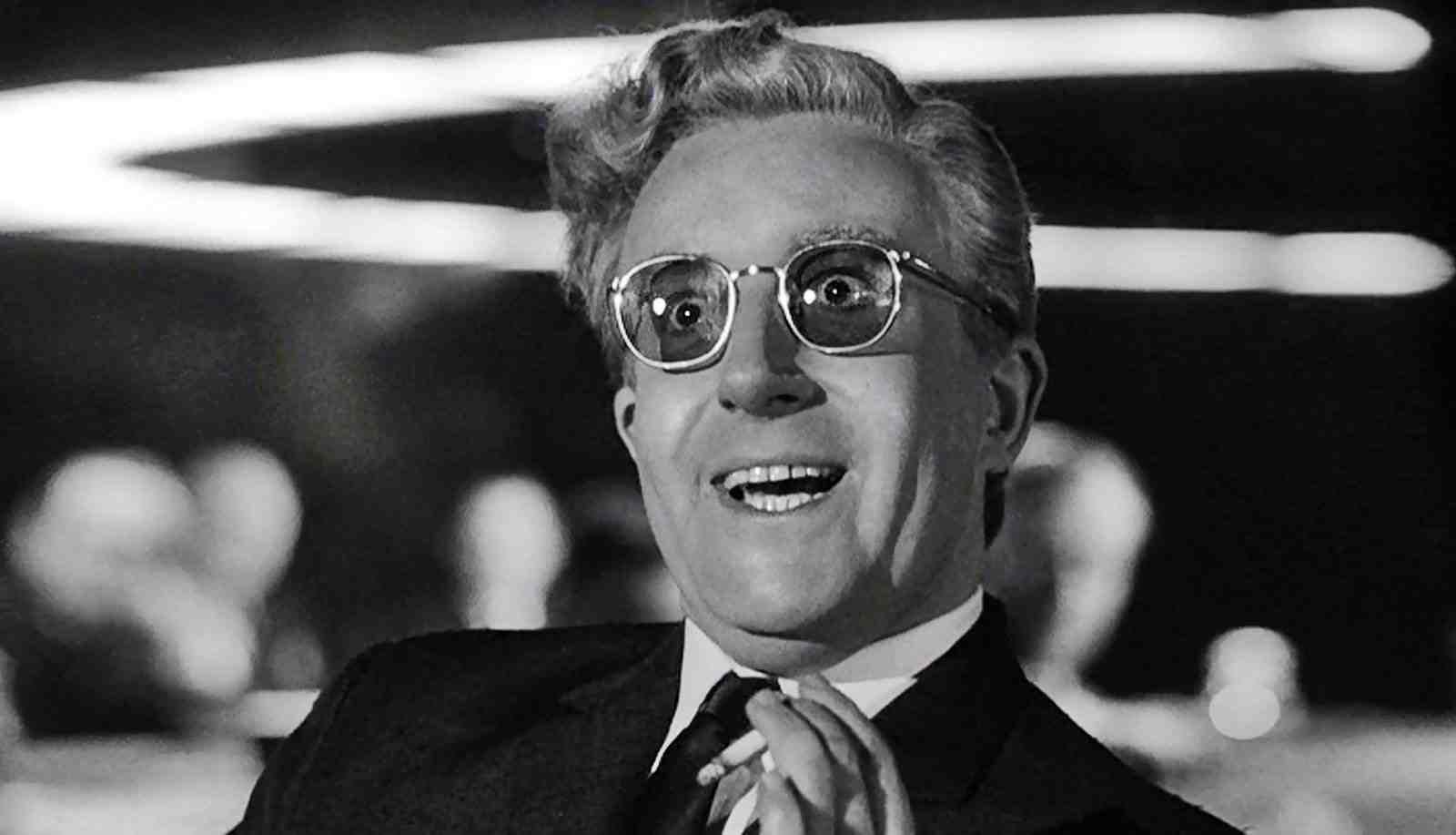 El Dr. Strangelove en un fotograma de la película ¿Teléfono rojo?, volamos hacia Moscú.