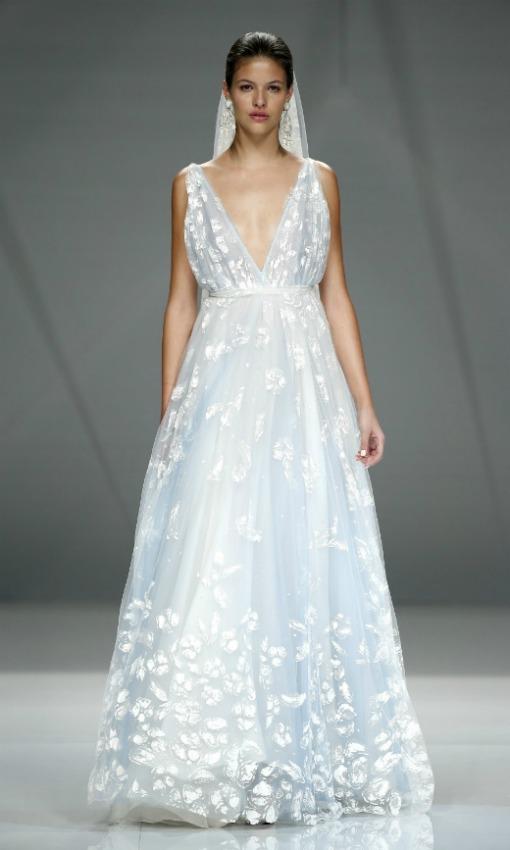 Vestido de novia de colores a la moda