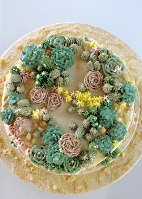 Wüstentorte - Schwarzwälder Kirschtorte von Coppenrath&Wiese mit Kakteen aus Buttercreme und Mirror Glaze
