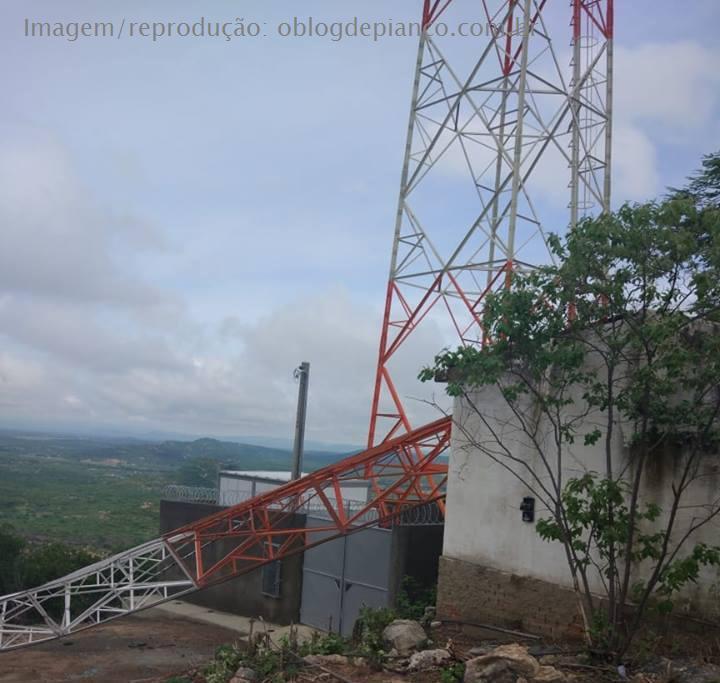 Chuvas nesse domingo (13/01) em Piancó causa prejuízos a empresas e torres de energia vem ao chão no Mirante de Santo Antonio