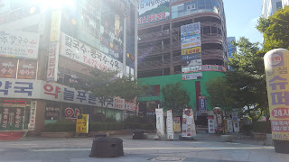 Streets of Daejeon South Korea walking with Robots blog.