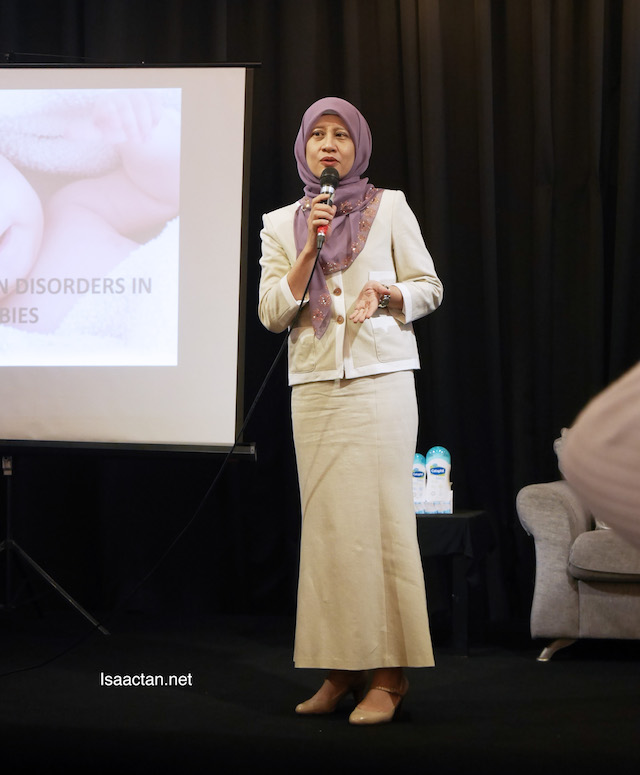 Dr. Mazlin Bt Mohd Baseri, Dermalogist at KPJ Ampang Puteri Specialist Hospital giving her talk