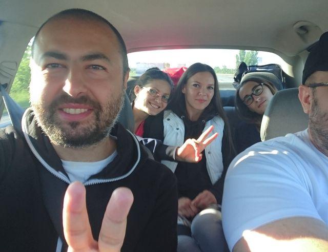 Echipa de masaj Chindea & Angels din Timisoara la Maratonul, semimaratonul și crosul Aradului 2017. Maşina de plecare spre Arad
