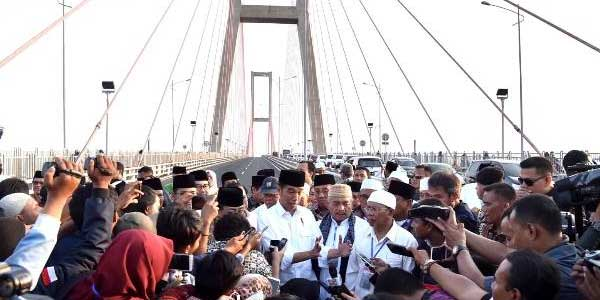 Jokowi Gratiskan Suramadu demi Elektabilitas?