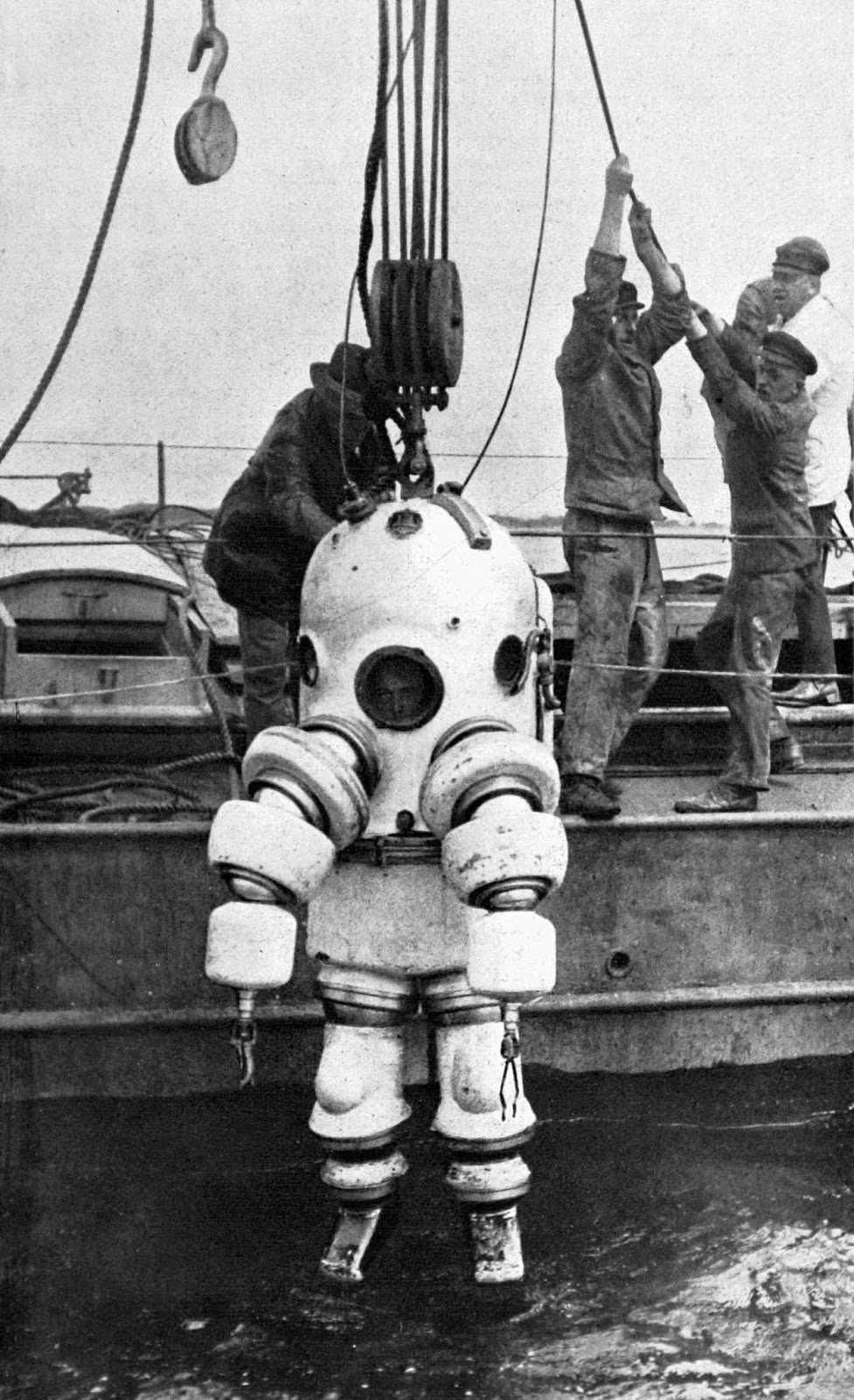A P-7 Neufeldt and Kuhnk metal diving suit is tested in France. 1926.