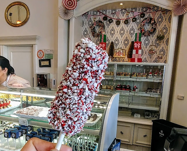 holiday treats at the Disneyland Resort