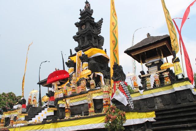 7 Keindahan Tempat Wisata di Surabaya yang Wajib Dikunjungi,Pura Agung Jagad Karana