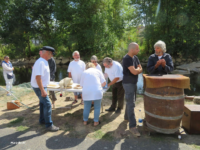 L'association a offert une dégustation de Bourgueil, assortie d'une dégustation de fumage