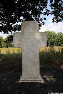 Lewin Brzeski, krzyż marmurowy, niby pokutny