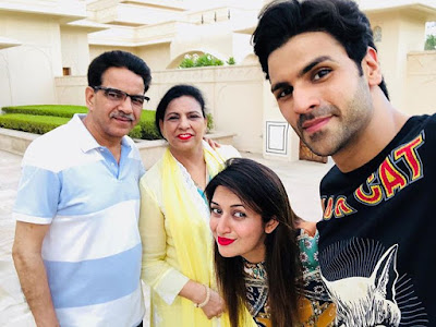Divyanka with Vivek Family