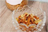 http://lieblings-essen.blogspot.de/2016/11/granola-mit-kokos-und-banane.html