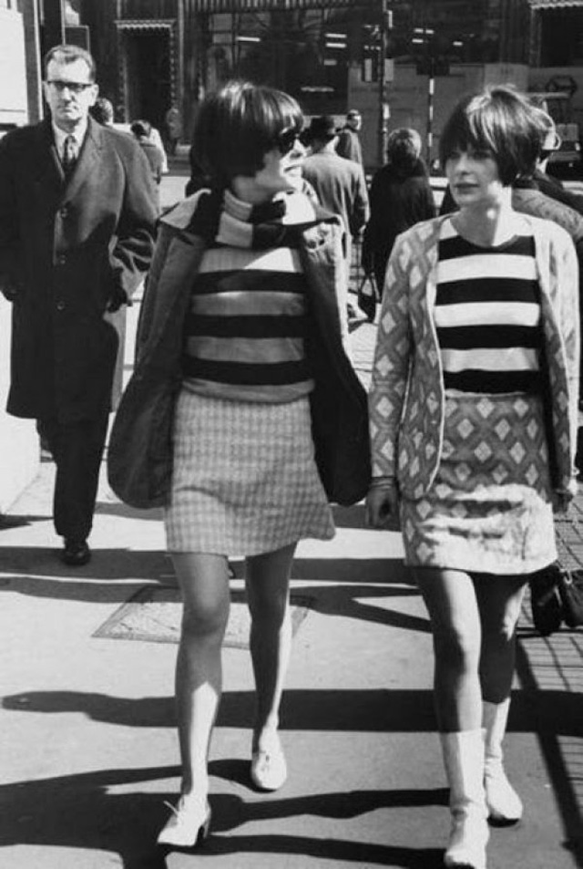 Swinging Sixties: Black And White Photos Show What