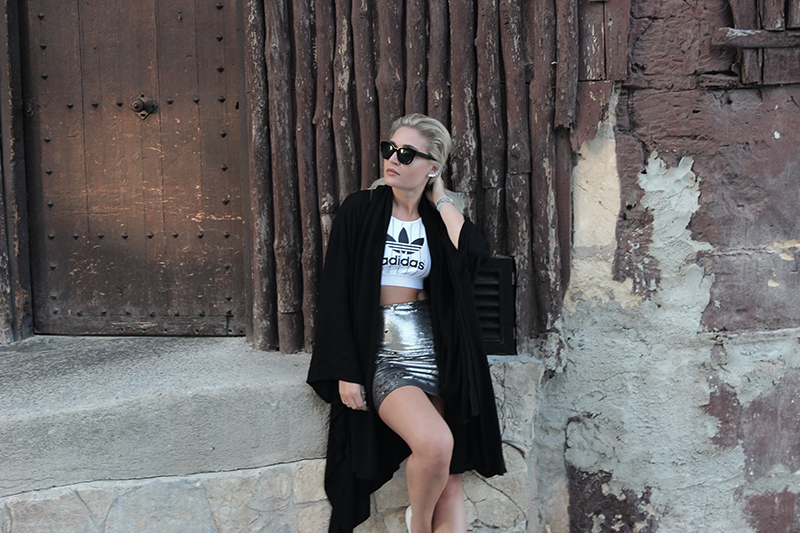 ootd-Adidas-Mallorca-Sequins-Skirt-Mango-Outfit-Streetstyle-Blogger-Mode-Summer-Look-Style.Photography-Modeblog-Blogger-Fashionblog-Lauralamode-Munich-Muenchen-Deutschland-Fashion