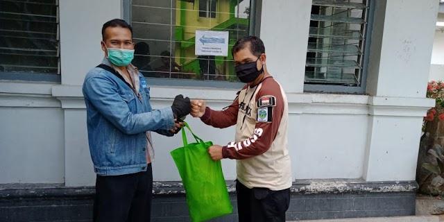 Pembagian Paket Sembako kepada Pembina Pramuka di Kota Yogyakarta