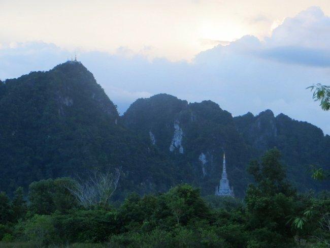 Гора у храма тигровая пещера