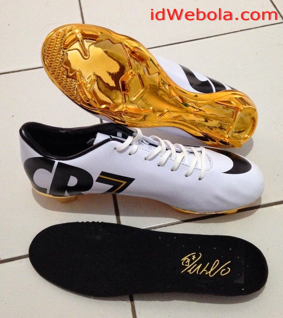 Sepatu Bola Nike CR7 Ballon D'or