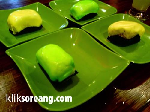 Durian Pancake menu alternatif yang ada di kedai AZ Duren Dipatiukur Bandung.