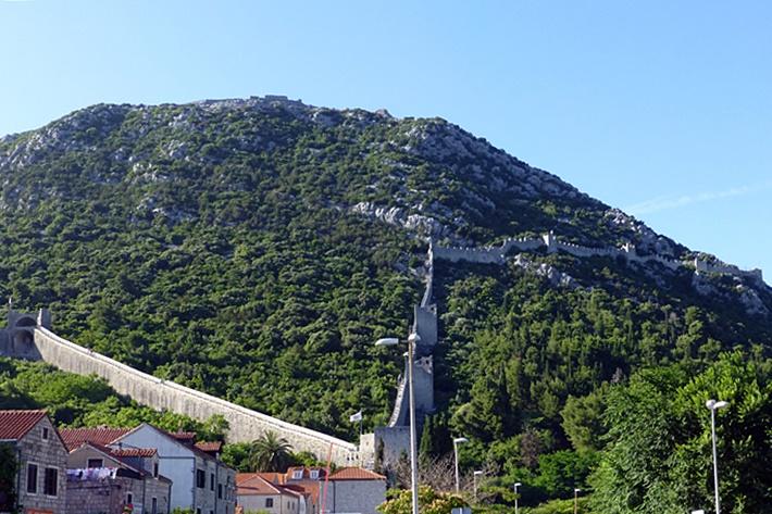 Lange stadtmauer in Kroatien