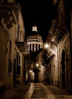A beautiful, atmospheric picture that captures  the dome of the Duomo di San Giorgio.