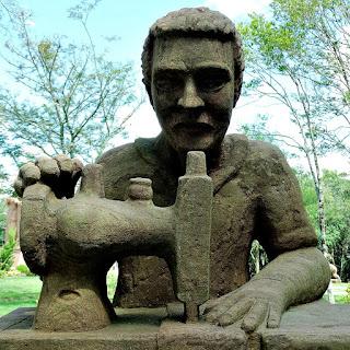 Schneider (Alfaiate) (Detalhe), Profissões dos Imigrantes Alemães no Parque Pedras do Silêncio, Nova Petrópolis