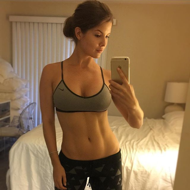 Beautiful Body Fitness Model Amanda Cerny