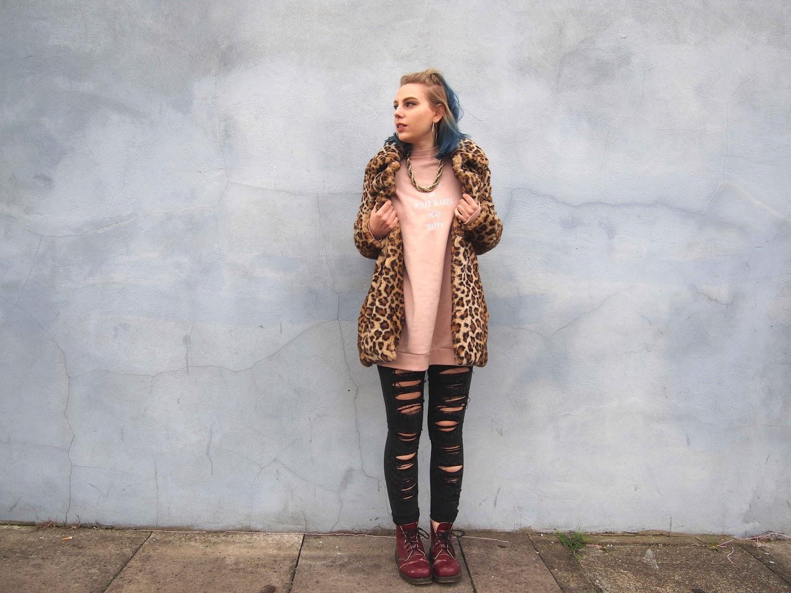 ripped jeans, black ripped skinny jeans, womens ripped skinny jeans, winter outfit ideas, winter outfits, grunge outfits, doc martens, doc martens boots, leopard print coat, leopard faux fur coat