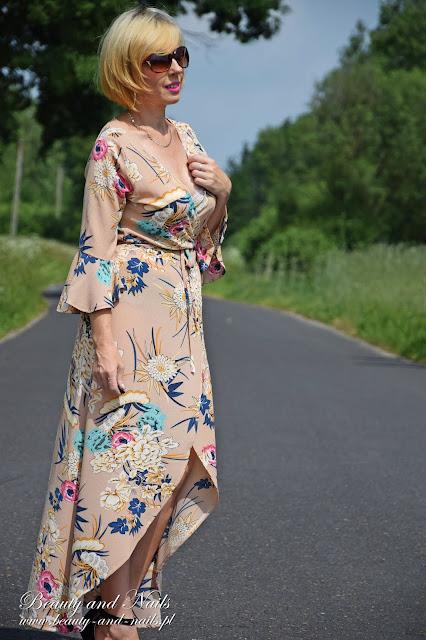 Beżowa sukienka ze sklepu Rosegal.