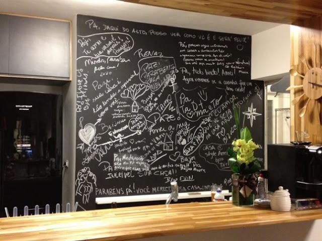 escrevendo na cozinha