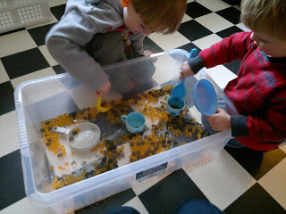 Resources on sensory tubs for toddlers