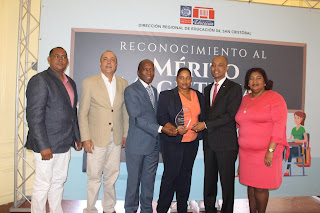 Regional de Educación en San Cristóbal otorga reconocimiento a docentes meritorios