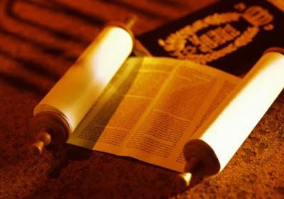 A medida que los judíos se iban acercando a la Tierra Prometida, Moshé les reseñaba los acontecimientos y vivencias que experimentaron durante sus años de trajinar por el desierto.