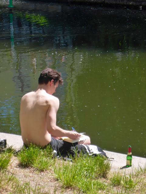 Leser am Landwehrkanal