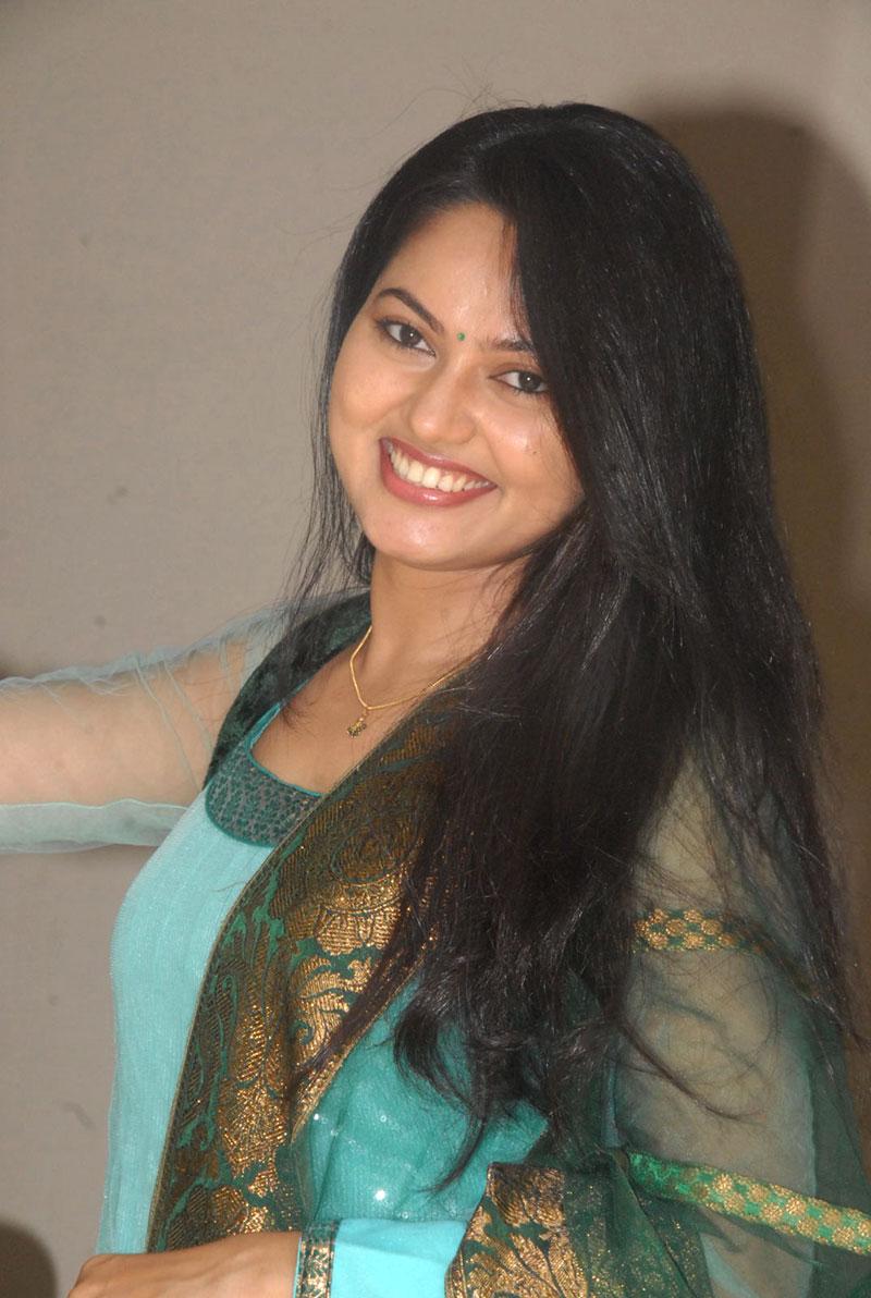 Tv Actress Suhasini Big Teeth