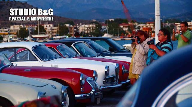 Ιστορικά αυτοκίνητα στο Ναύπλιο για τον τερματισμό του «Tour du Peloponnese 2017» (βίντεο)