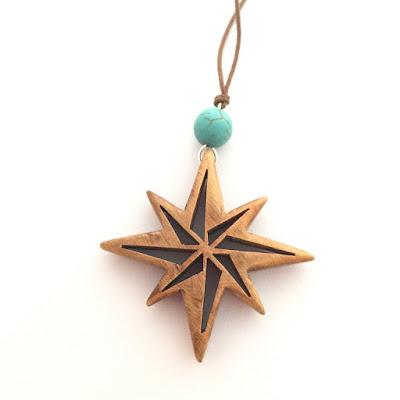 colgante de madera artesanal estrella polar
