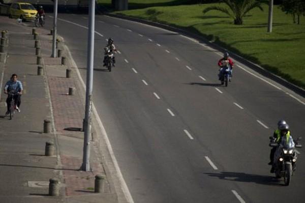 SEGURANÇA - Bogotá proíbe circulação de homens na garupa de motos acima de 125 cc