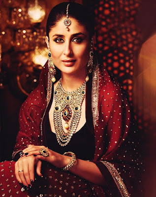 This timeline classic red saree simply looks so beautiful and trendy on Pataudi Begum.