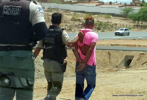 Perseguição com troca de tiros acaba com dois assaltantes presos em Santa Cruz