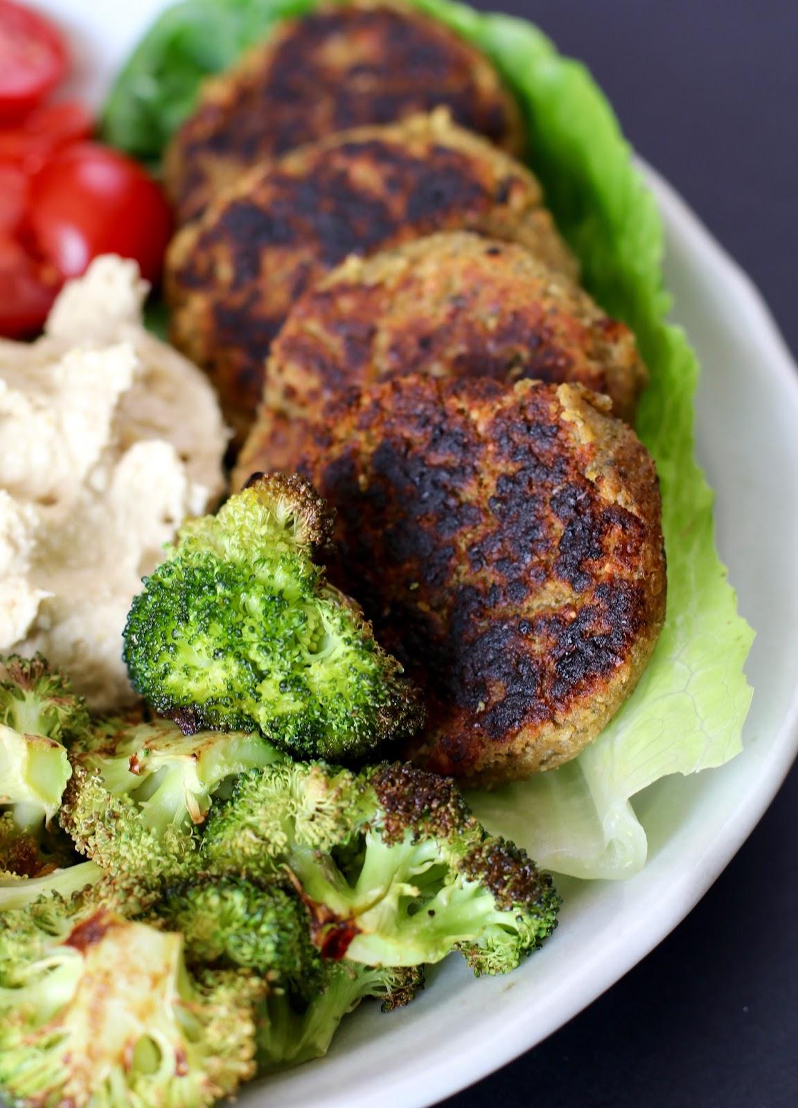 Simple-vegan-falafel-salad-mezze
