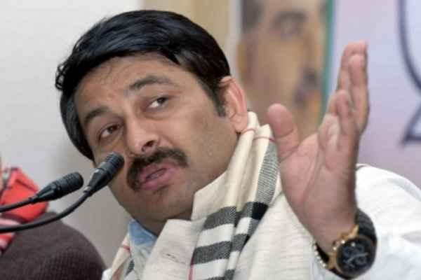 मनोज तिवारी ने कांग्रेस-केजरीवाल पर बोला हमला, व्यापारियों को चोर समझने और डराने का लगाया आरोप